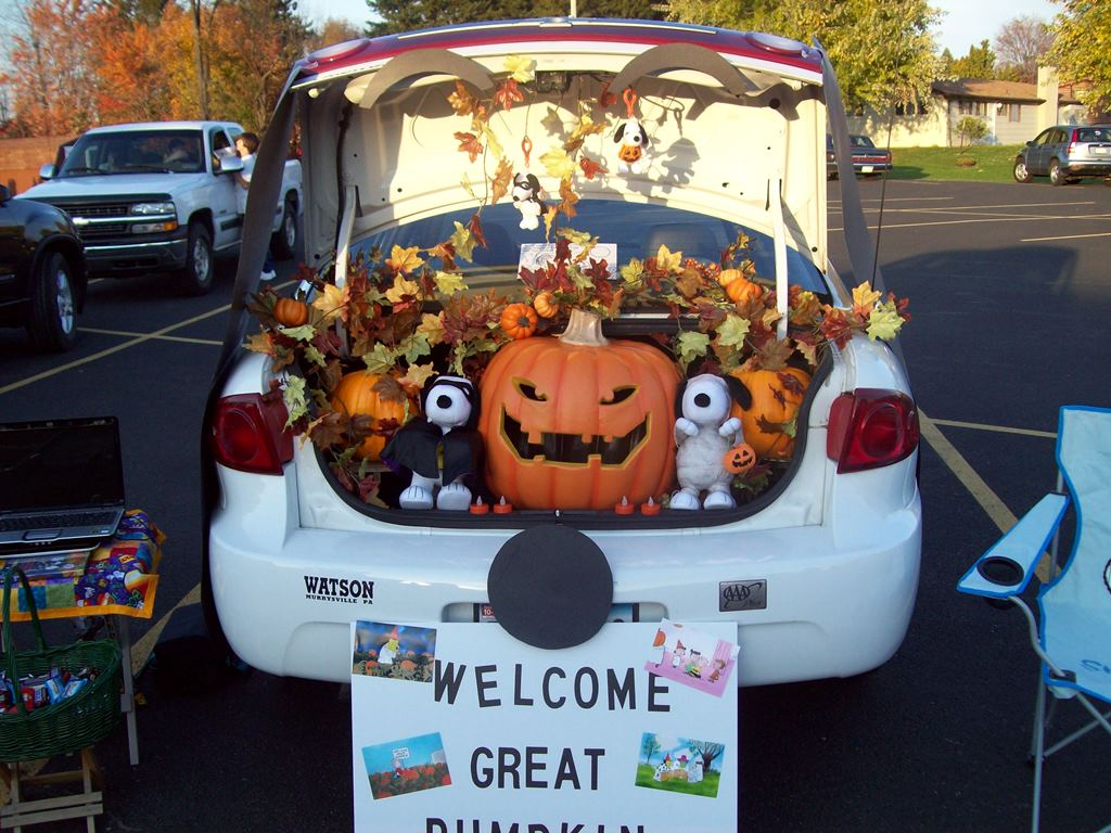 trunk or treat halloween celebration at glidden park